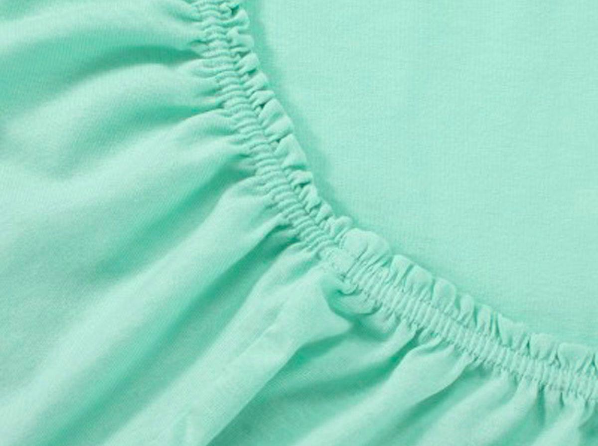 Простыня на резинке Хлопковый Край, цвет: ментол, размер 160 х 200 см531-103Простыня на резинке Хлопковый Край изготовлена из натурального хлопка. Она обладает высокой плотностью, необычайной мягкостью и шелковистостью. Простыня из такого материала выдержит большое количество стирок и не потеряет цвет. Простыня прошита резинкой по всему периметру, что обеспечивает более комфортный отдых, так как она прочно удерживается на матрасе и избавляет от необходимости часто поправлять простыню. Простыня на резинке Хлопковый Край абсолютно безопасна для самых маленьких членов семьи.Выбрав простыню нужной вам расцветки, вы можете легко комбинировать ее с различным постельным бельем.Подходит для матрасов высотой до 25 см.