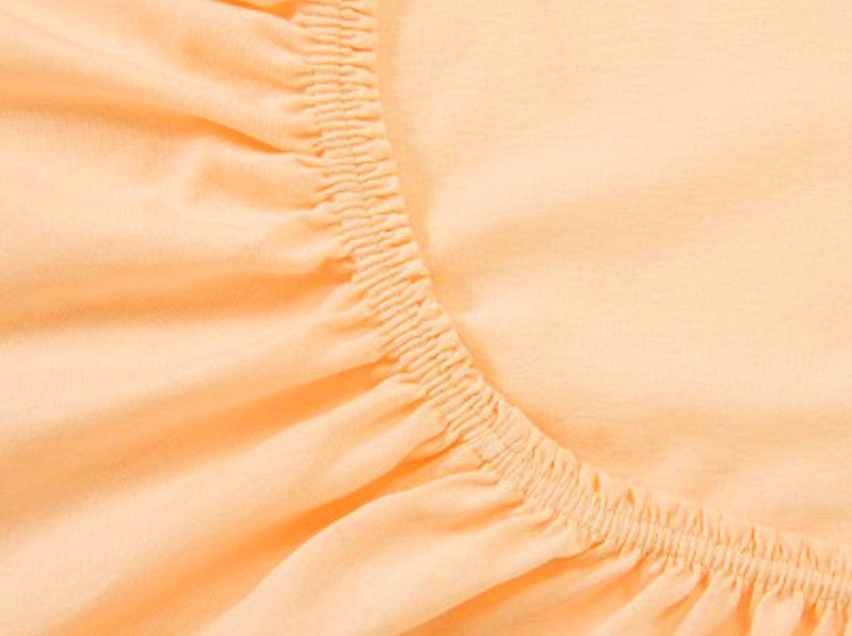 Простыня на резинке Хлопковый Край, цвет: персик, 160 х 200 смU210DFПростыня на резинке Хлопковый Край изготовлена из натурального хлопка. Она обладает высокой плотностью, необычайной мягкостью и шелковистостью. Простыня из такого материала выдержит большое количество стирок и не потеряет цвет. Простыня прошита резинкой по всему периметру, что обеспечивает более комфортный отдых, так как она прочно удерживается на матрасе и избавляет от необходимости часто поправлять простыню. Простыня на резинке Хлопковый Край абсолютно безопасна для самых маленьких членов семьи.Выбрав простыню нужной вам расцветки, вы можете легко комбинировать ее с различным постельным бельем.Подходит для матрасов высотой до 25 см.