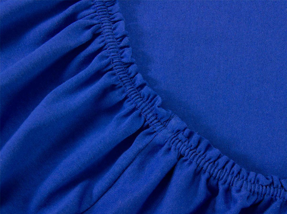 Простыня на резинке Хлопковый Край, цвет: сапфир, размер 160 х 200 смES-412Простыня на резинке Хлопковый Край изготовлена из натурального хлопка. Она обладает высокой плотностью, необычайной мягкостью и шелковистостью. Простыня из такого материала выдержит большое количество стирок и не потеряет цвет. Простыня прошита резинкой по всему периметру, что обеспечивает более комфортный отдых, так как она прочно удерживается на матрасе и избавляет от необходимости часто поправлять простыню. Простыня на резинке Хлопковый Край абсолютно безопасна для самых маленьких членов семьи.Выбрав простыню нужной вам расцветки, вы можете легко комбинировать ее с различным постельным бельем.Подходит для матрасов высотой до 25 см.