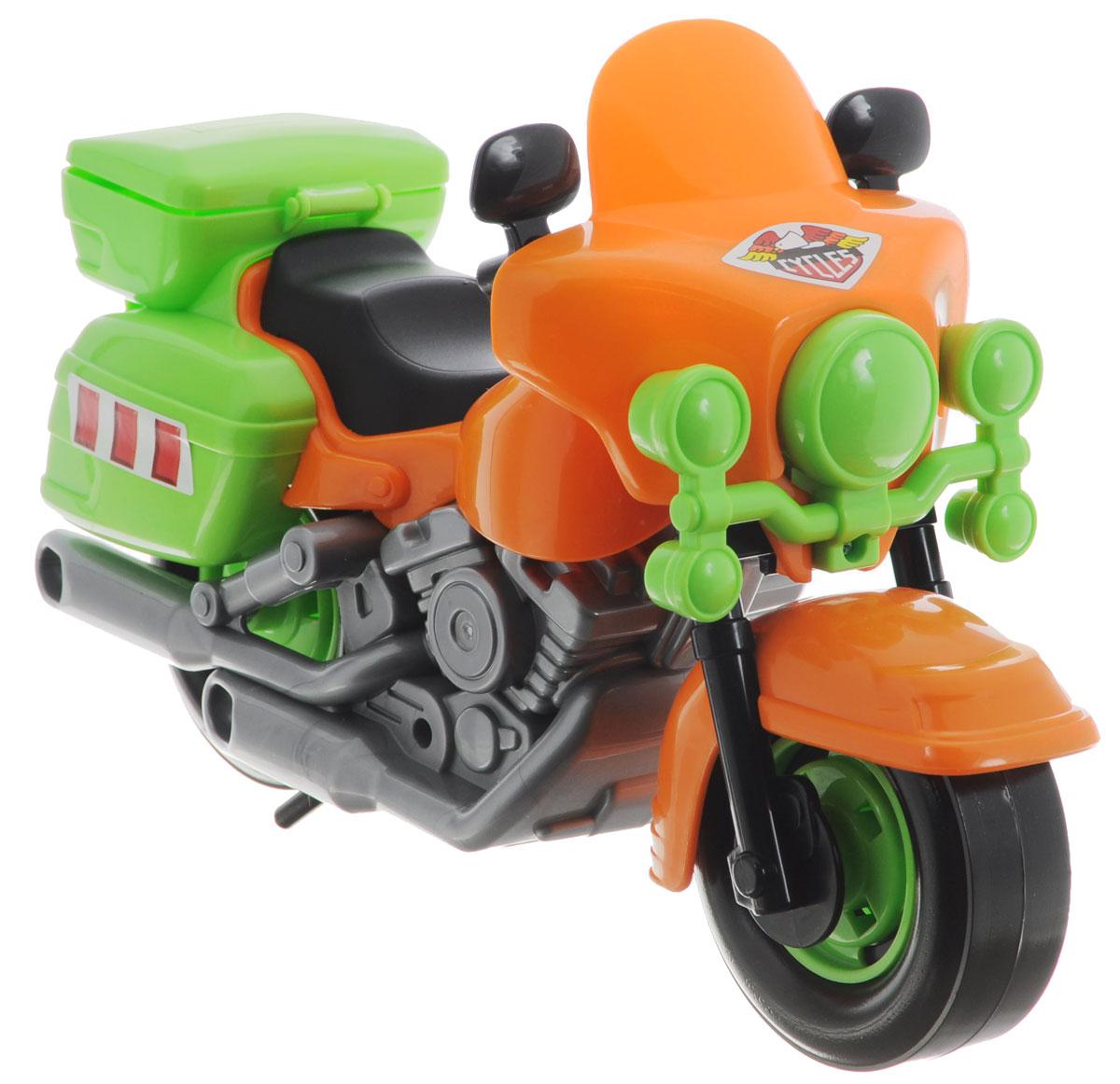 """Яркая игрушка """"Полицейский мотоцикл Харлей"""" привлечет внимание вашего малыша и не позволит ему скучать, ведь так интересно и захватывающе покатать свой мотоцикл, или устроить гонку за преступником. Колеса мотоцикла крутятся, а руль может поворачиваться вместе с передним колесом. Крышка маленького багажного отделения открывается. Мотоцикл дополнен специальной подножкой, для большей устойчивости. Порадуйте своего непоседу такой замечательной игрушкой!"""