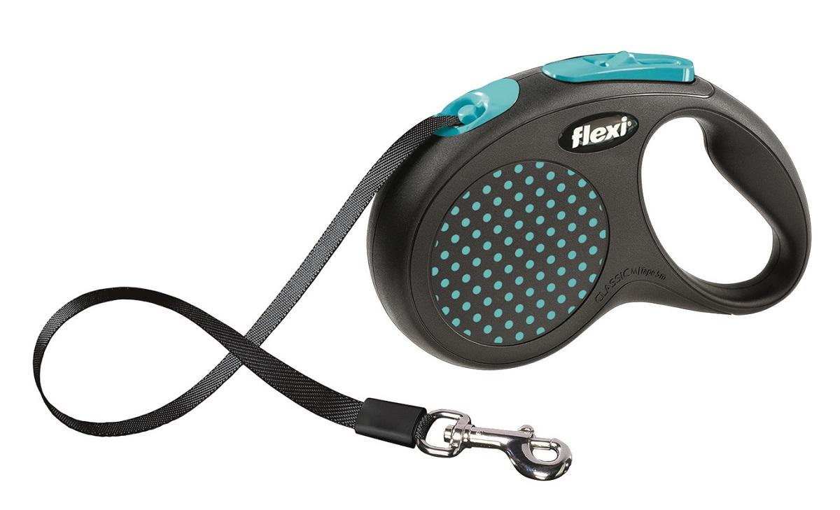 Поводок-рулетка Flexi Design M-L для собак до 50 кг, цвет: черный, голубой, 5 м014202dЛенточный поводок-рулетка предназначен для выгула крупных собак весом до 50 кг.Рулетки FLEXI производятся в Германии более 40 лет и особое внимание уделяется обеспечению безопасности и комфорта использования:- обновленная эргономичная кнопка системы торможения- запатентованная тормозная система - надежный карабин.Запатентованая система сматывания и фиксации длины - дополнительное удобство, помогающее контролировать поведение животного. Корпус рулетки выполнен из ударопрочного пластика.Рулетка очень легка в применении, принесет вам еще большую радость от моментов, проведенных с любимцем.