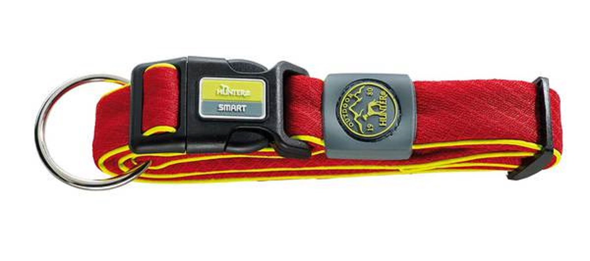 Ошейник для собак Hunter Smart Maui S, цвет: красный, 32-45 смоф25кОшейник для собак Hunter Maui выполнен из невероятно мягкого и легкого сетчатого текстиля. Регулируется по размеру в широком диапазоне. Застегивается на пластиковый карабин, имеет металлическое кольцо для поводка. Обхват шеи: 32-45 см. Ширина ошейника: 2,5 см.
