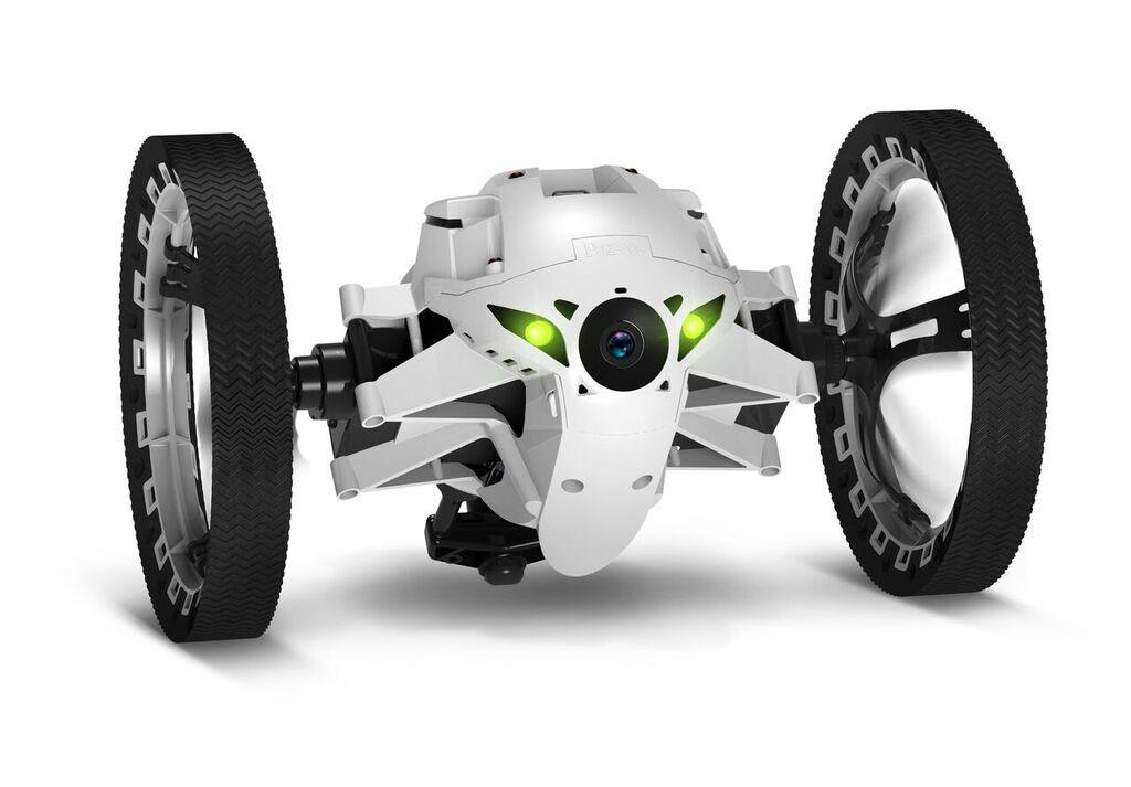 Игрушечный вездеход Parrot MiniDrone Jumping Night Buzz оснащен крупными колесами и мягкими резиновыми накладками, которые обеспечивают превосходную проходимость этого игрового гаджета. Благодаря применению мощного электромотора и современной трансмиссии он может разгоняться до 7 км/ч, что сопоставимо со скоростью быстрой ходьбы человека. Никаких препятствий. Даже ступеньки и крупные предметы не станут помехой для робота, поскольку он может подпрыгивать на высоту до 75 сантиметров. Максимальное удобство. Для управления устройством не потребуется специальный пульт – он синхронизируется с любым смартфоном при помощи Bluetooth. Для ускорения подключения можно воспользоваться антенной NFC – достаточно просто коснуться телефоном корпуса робота. Максимальная дальность устойчивого соединения равна 30 метрам. Ночной режим. Два мощных светодиода обеспечивают эффективную подсветку пространства перед девайсом, позволяя использовать его даже в полной темноте. Качественная съемка. Устройство...