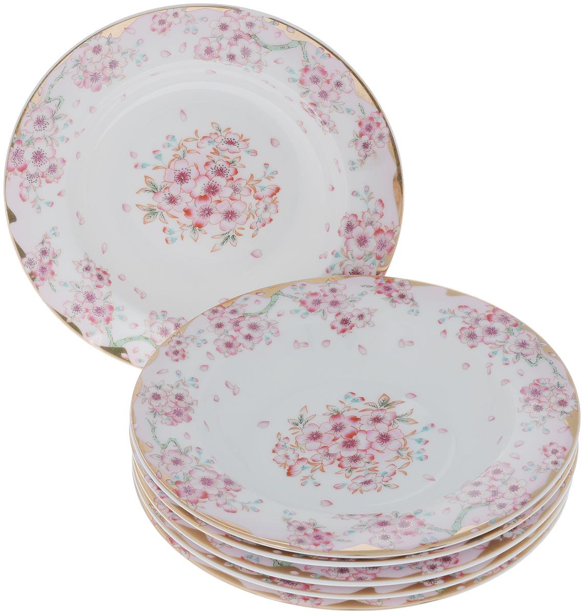 Набор суповых тарелок Elan Gallery Сакура, диаметр 21,5 см, 6 шт54 009312Набор Elan Gallery Сакура, выполненный из высококачественной керамики, состоит из 6 суповых тарелок и предназначен для красивой сервировки блюд. Изделия украшены цветочным рисунком. Набор сочетает в себе стильный дизайн с максимальной функциональностью. Оригинальность оформления придется по вкусу и ценителям классики, и тем, кто предпочитает утонченность и изящность.Не использовать в микроволновой печи. Диаметр по верхнему краю: 21,5 см.