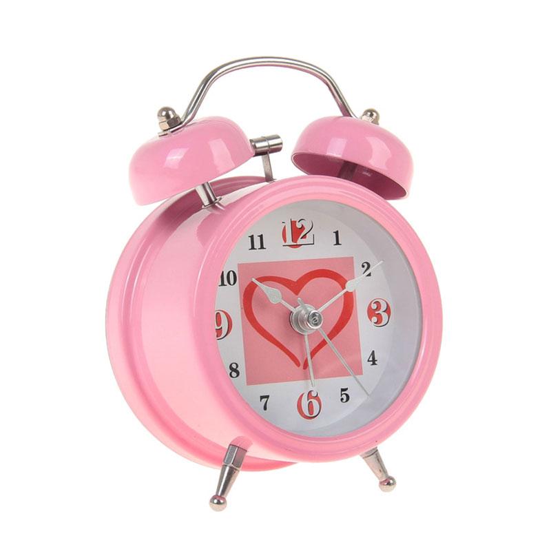 Часы-будильник Sima-land Сердце, цвет: розовый. 720801FA 2406-3Как же сложно иногда вставать вовремя! Всегда так хочется поспать еще хотя бы 5 минут и бывает, что мы просыпаем. Теперь этого не случится! Яркий, оригинальный будильник Sima-land Сердце поможет вам всегда вставать в нужное время и успевать везде и всюду. Время показывает точно и будит в установленный час. Будильник украсит вашу комнату и приведет в восхищение друзей. На задней панели будильника расположены переключатель включения/выключения механизма и два колесика для настройки текущего времени и времени звонка будильника. Также будильник оснащен кнопкой, при нажатии и удержании которой, подсвечивается циферблат.Будильник работает от 1 батарейки типа AA напряжением 1,5V (не входит в комплект).
