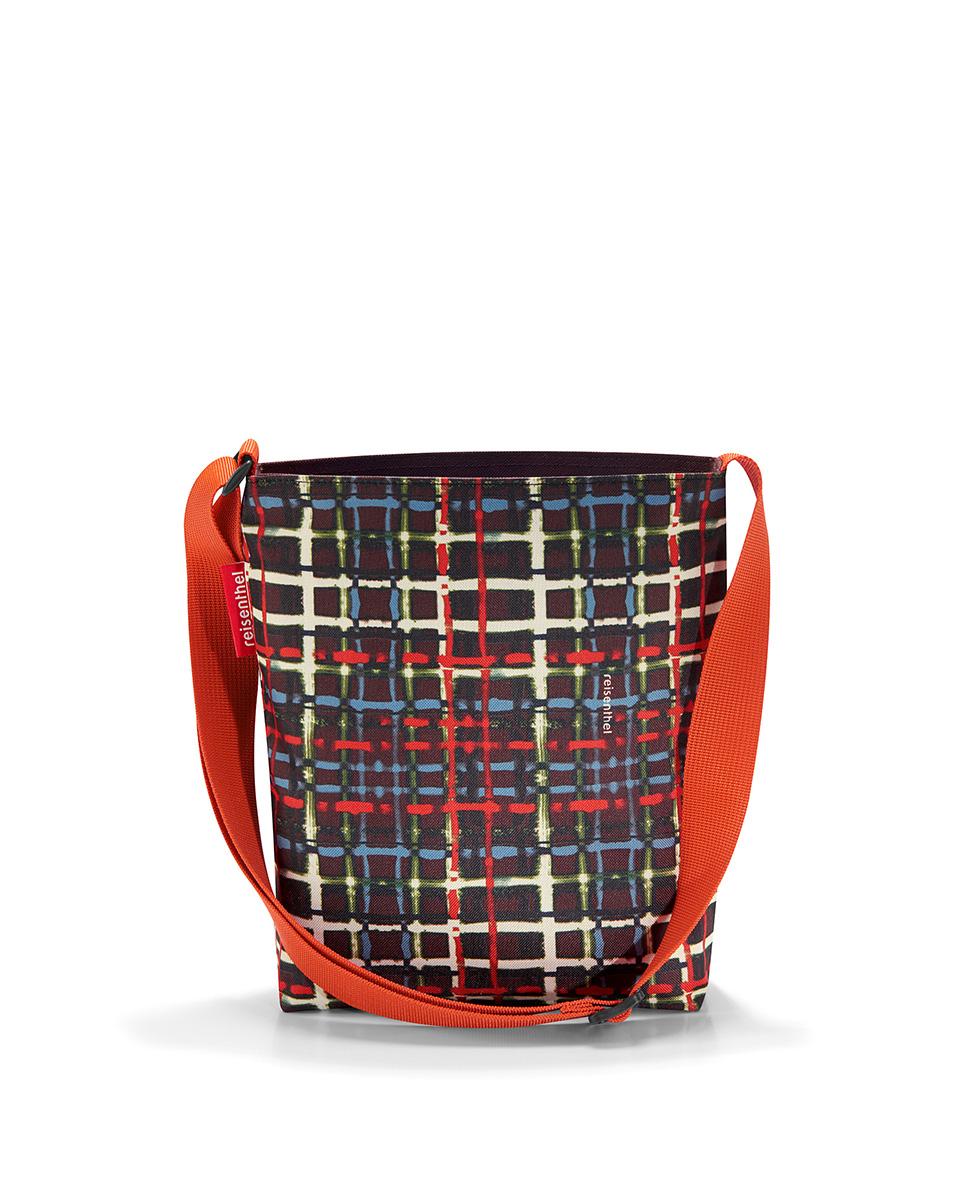 Сумка женская Reisenthel Shoulderbag, цвет: черный. HY7037101225Универсальная женская сумка Reisenthel Shoulderbag изготовлена из плотного полиэстера ярких оттенков.Сумка содержит одно вместительное отделение, закрывающееся на застежку-молнию. Внутри расположен врезной карман на молнии. Изделие дополнено практичным плечевым ремнем регулируемой длины.Практичная сумка станет незаменимым аксессуаром для повседневного использования.