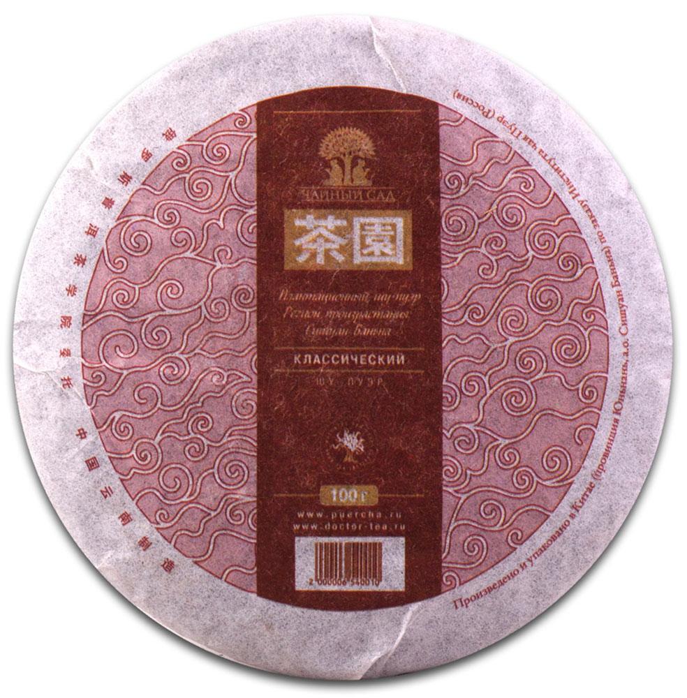 Чай Пуэр Шу Классический Сишуань Баньна лепешка 2013 год, 100 г101246Классическим, как известно, называют что-то неизменное, фундаментальное, что давно уже стало образцом для подражания. Так и этот чай представляет собой образец мэнхайского вкуса шу-пуэров.Регион Мэнхай, откуда берет свое начало этот чай, славится прекрасным вкусом чая Пуэр, благодаря уникальному климату, богатым биоразнообразием природной среде и, конечно, мастерам-технологам. Тем более, когда мастерами являются государственные технологи НИИ чая Пуэр. Они и задают высокую планку качества.Традиционно пряный вкус с нотами орехов, древесной коры и землистый аромат доставят удовольствие даже самым привередливым чаелюбам.Рекомендации по завариванию: Отломите 3-5 г чая при помощи ножа или чайного шила. Залейте кипяток в чайник до половины на 10-15 секунд, а затем слейте полученный настой. Первую промывку пить не рекомендуется. Залейте кипяток (95-100°С) в чайник на 1-2 минуты. Перелейте чай в чашку и наслаждайтесь.