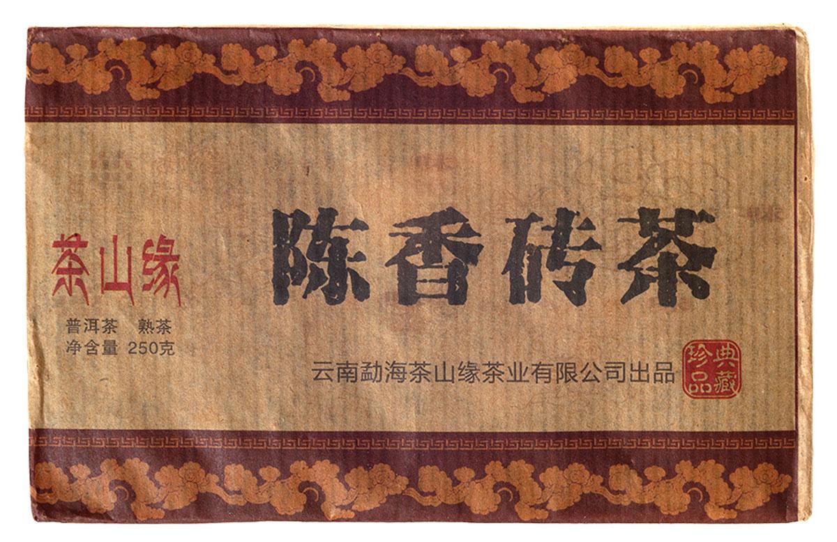 Чай Пуэр Шу Кирпич Юньча Чайная Гора 2015, 230 г0120710Кирпичный Пуэр от НИИ чая Пуэр является высококачественным продуктом. При производстве чая Шу Кирпич Юньча было применено самое современное оборудование. Обладает темно-красным цветом, ореховым вкусом, со сливочным послевкусием. Чайный настой прозрачный, что свидетельствует о богатом химическом составе. Внешний вид сухого листа блестящий. Чайный лист ровный и одинаковый. Необыкновенно стоек к количеству завариваний. Очень хороший и недорогой чай на каждый день.Рекомендации по завариванию:Отломите 3-5 г чая при помощи ножа или чайного шила. Залейте кипяток в чайник до половины на 10-15 секунд, а затем слейте полученный настой. Первую промывку пить не рекомендуется. Залейте кипяток (95-100°С) в чайник на 1-2 минуты. Перелейте чай в чашку и наслаждайтесь.