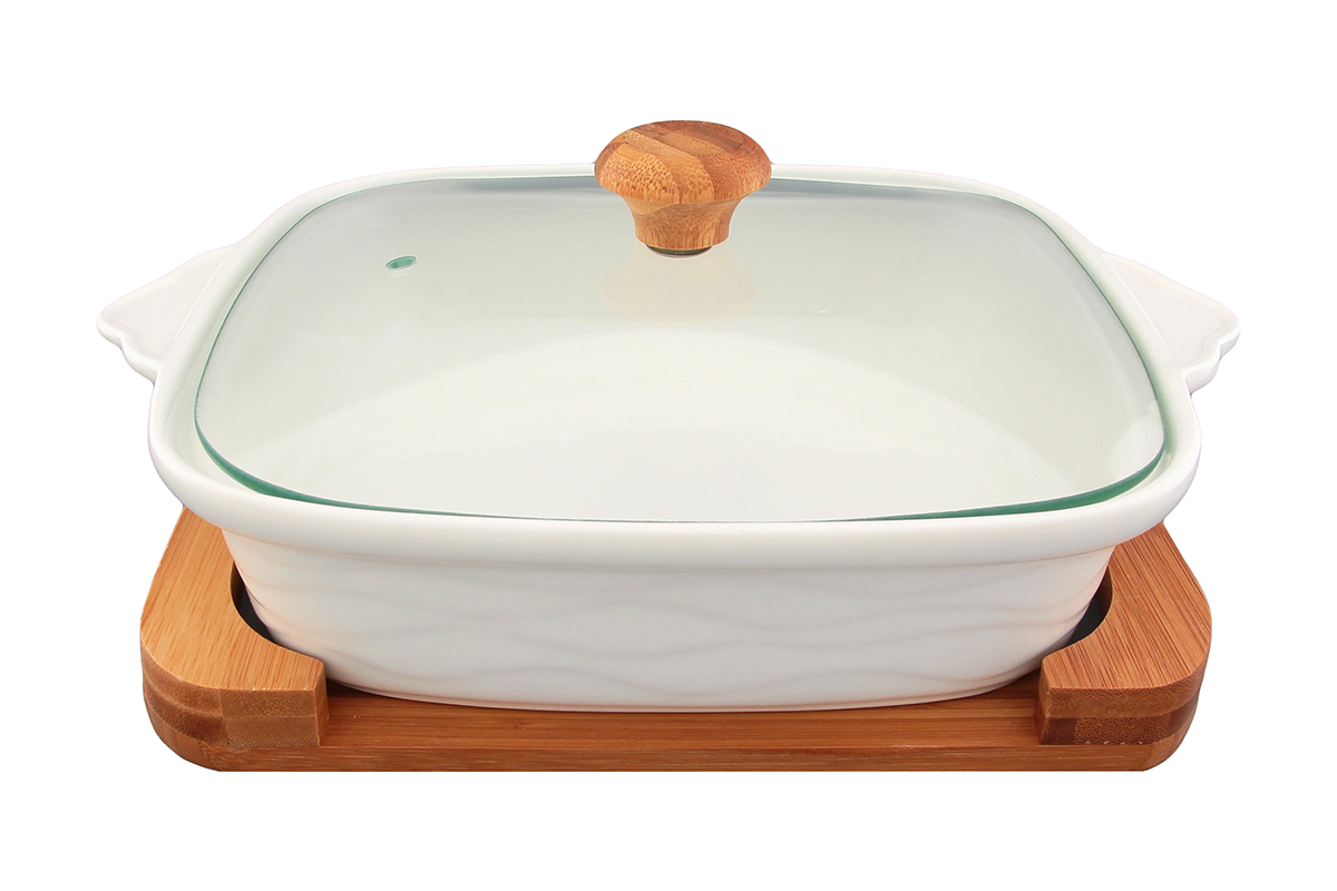 Блюдо для запекания и сервировки Elan Gallery Айсберг, с крышкой, на подставке, 1,3 лFS-91909Блюдо для запекания и сервировки Elan Gallery Айсберг, изготовленное из высококачественной керамики, идеально подойдет для приготовления блюд в духовке и микроволновой печи. Посуда выдерживает температуру от -24°C до +220°С. Изделие оснащено стеклянной прозрачной крышкой с ручкой из дерева и отверстием для вывода пара. Блюдо станет отличным дополнением к вашему кухонному инвентарю и подчеркнет ваш прекрасный вкус.Можно использовать в микроволновой печи, духовке. Крышка не предназначена для использования при высоких температурах. Размер блюда (с учетом ручек): 29 х 24 см. Высота стенки:13 см. Объем блюда: 1,3 л.