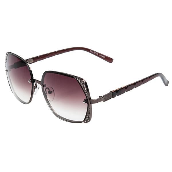 Солнцезащитные очки женские Selena, цвет: коричневый, золотой. 80024581BM8434-58AEСолнцезащитные женские очки Selena выполнены из металла с элементами из высококачественного пластика, оправа инкрустирована стразами.Линзы данных очков с высокоэффективным фильтром UV-400 Protection обеспечивают полную защиту от ультрафиолетовых лучей. Используемый пластик не искажает изображение, не подвержен нагреванию и вредному воздействию солнечных лучей.Такие очки защитят глаза от ультрафиолетовых лучей, подчеркнут вашу индивидуальность и сделают ваш образ завершенным.