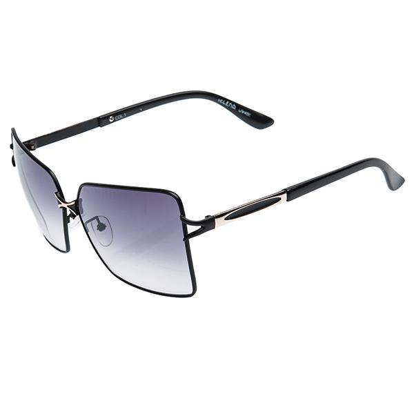 Солнцезащитные очки женские Selena, цвет: черный, золотой. 80024831BM8434-58AEСтильные солнцезащитные очки Selena выполнены из металла с элементами из высококачественного пластика.Линзы данных очков с высокоэффективным фильтром UV400 блокируют слепящий эффект и обеспечивают полную защиту от ультрафиолетовых лучей. Используемый пластик не искажает изображение, не подвержен нагреванию и вредному воздействию солнечных лучей. Дужки дополнены покрытием из пластика, что обеспечит максимальный комфорт.Такие очки защитят глаза от ультрафиолетовых лучей, подчеркнут вашу индивидуальность и сделают ваш образ завершенным.