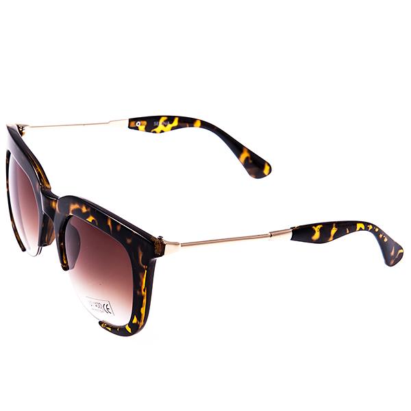 Солнцезащитные очки женские Selena, цвет: коричневый. 80028871BM8434-58AEСолнцезащитные женские очки Selena выполнены из высококачественного пластика с элементами из металла, оправа оформлена принтом леопард.Используемый пластик не искажает изображение, не подвержен нагреванию и вредному воздействию солнечных лучей. Линзы данных очков с высокоэффективным фильтром UV-400 Protetion обеспечивают полную защиту от ультрафиолетовых лучей. Металлическая часть заушника легкая, прилегающей формы и поэтому не создает никакого дискомфорта.Такие очки защитят глаза от ультрафиолетовых лучей, подчеркнут вашу индивидуальность и сделают ваш образ завершенным.