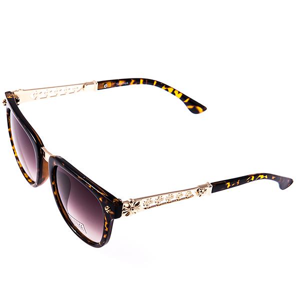 Солнцезащитные очки женские Selena, цвет: коричневый. 80029531INT-06501Солнцезащитные женские очки Selena выполнены из высококачественного пластика с элементами из металла, оправа оформлена принтом леопард.Линзы данных очков с высокоэффективным фильтром UV-400 Protetion обеспечивают полную защиту от ультрафиолетовых лучей. Используемый пластик не искажает изображение, не подвержен нагреванию и вредному воздействию солнечных лучей. Металлическая часть заушника легкая, прилегающей формы и поэтому не создает никакого дискомфорта.Такие очки защитят глаза от ультрафиолетовых лучей, подчеркнут вашу индивидуальность и сделают ваш образ завершенным.