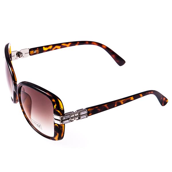 Солнцезащитные очки женские Selena, цвет: коричневый. 80030121BM8434-58AEСолнцезащитные женские очки Selena выполнены из высококачественного пластика с элементами из металла, оправа оформлена принтом леопард, дужки декорированы стразами.Линзы данных очков с высокоэффективным фильтром UV-400 Protection обеспечивают полную защиту от ультрафиолетовых лучей. Используемый пластик не искажает изображение, не подвержен нагреванию и вредному воздействию солнечных лучей.Такие очки защитят глаза от ультрафиолетовых лучей, подчеркнут вашу индивидуальность и сделают ваш образ завершенным.
