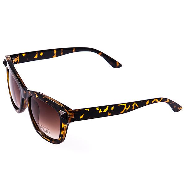 Солнцезащитные очки женские Selena, цвет: коричневый. 80030991INT-06501Солнцезащитные женские очки Selena выполнены из высококачественного пластика с элементами из металла, оправа оформлена принтом леопард.Линзы данных очков с высокоэффективным фильтром UV-400 Protetion обеспечивают полную защиту от ультрафиолетовых лучей. Используемый пластик не искажает изображение, не подвержен нагреванию и вредному воздействию солнечных лучей.Такие очки защитят глаза от ультрафиолетовых лучей, подчеркнут вашу индивидуальность и сделают ваш образ завершенным.