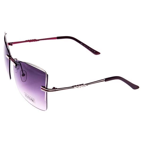 Солнцезащитные очки женские Selena, цвет: бордовый, серебряный. 80032481BM8434-58AEСолнцезащитные женские очки Selena выполнены из металла с элементами из высококачественного пластика, дужки оформлены декоративными элементами.Линзы данных очков с высокоэффективным фильтром UV-400 Protection обеспечивают полную защиту от ультрафиолетовых лучей. Используемый пластик не искажает изображение, не подвержен нагреванию и вредному воздействию солнечных лучей.Такие очки защитят глаза от ультрафиолетовых лучей, подчеркнут вашу индивидуальность и сделают ваш образ завершенным.