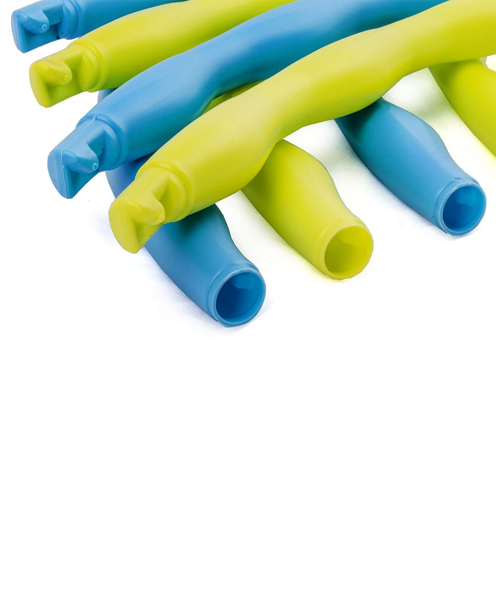 Обруч массажный Star Fit, разборный, цвет: синий, салатовый, диаметр 90 смSF 0001Star Fit - это массажный разборный обруч от популярного австралийского бренда. Обруч легко собирается и разбирается. Диаметр регулируется, благодаря чему обруч подходит взрослым и детям. Упражнения с этим обручем сжигают больше калорий, чем с обычным. Улучшается кровообращение, усиливается мышечный тонус, что приводит к более активному сжиганию жира.Массажный обруч развивает координацию движений, гибкость, силу, чувство ритма, артистичность, укрепляет вестибулярный аппарат. Сжигает подкожный жир в проблемных участках тела, улучшает состояние кожи в области талии, живота и бёдер. Нормализует работу кишечника. Тренирует и развивает мышцы рук, плеч, спины и ног.С помощью обруча можно выполнять большое количество упражнений из гимнастики, и упражнений на растяжку. Массажный обруч удобен и прост в использовании. Не требует особых знаний и места для занятий.Достаточно вращать обруч 10-20 минут в день и таким образом фигура изменится в положительную сторону.