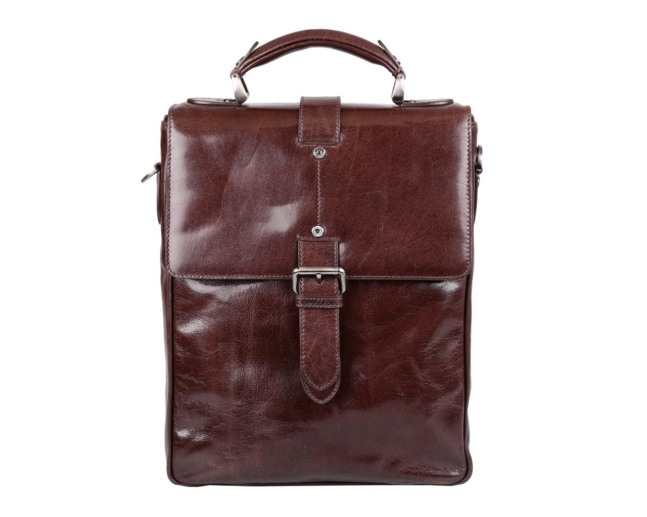 Сумка мужская Leo Ventoni, цвет: темно-коричневый. 03002320455-171286-231Стильная мужская сумка Leo Ventoni изготовлена из натуральной глянцевой кожи.Сумка завышенной формы, состоит из одного отделения и закрывается на клапан с замком-защелкой с ключом. Сумка содержит врезной карман на пластиковой молнии, нашивные кожаные кармашки для телефона, для мелочей и два держателя для шариковых ручек. Спереди под клапаном сумка оснащена дополнительным прорезным карманом. На задней стенке изделия врезной карман на молнии. Изделие оснащено съемным наплечным ремнем, длина которого регулируется. Сумка декорирована металлическими элементами с логотипом бренда и хлястиком с пряжкой. Прилагается текстильный фирменный чехол для хранения. Сумка Leo Ventoni поможет вам подчеркнуть чувство стиля и завершить выбранный образ.