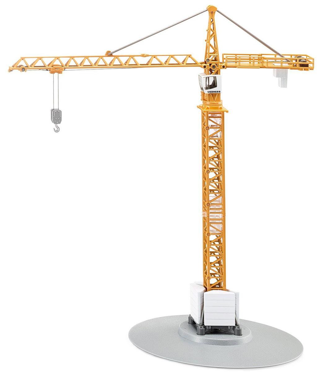 """Подъемный кран Siku """"Liebherr"""" станет прекрасным пополнением коллекции юного любителя техники. Подъемный кран """"Liebherr"""" - лидер в сфере строительства во всем мире. Кран оснащен складной стрелой, кабиной водителя и противовесом. Подъемный кран поворачивается на 360 градусов. С помощью лебедки можно вручную управлять ковшом и крюком крана. Специальные стойки- упоры у основания придают машине большую устойчивость во время работы. Модель выполнены из металла с элементами из пластика. Порадуйте своего ребенка таким замечательным подарком!"""