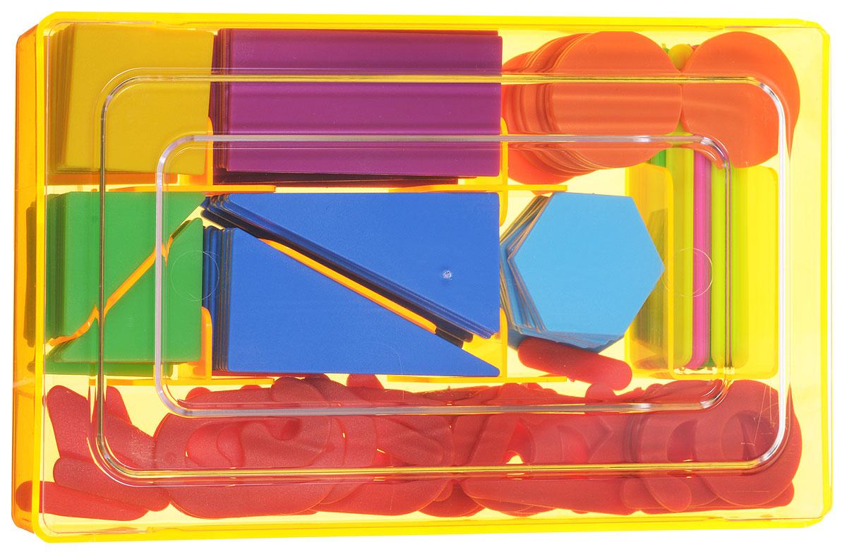 """Касса счетных материалов Стамм """"Учись считать"""" - обучающее и развивающее пособие для детей от 3 до 8 лет. В состав кассы входят геометрические фигуры, цифры, арифметические знаки и счетные палочки. Все составляющие имеют яркие цвета и безопасные закругленные углы. Касса упакована в удобную для хранения пластиковую коробку."""
