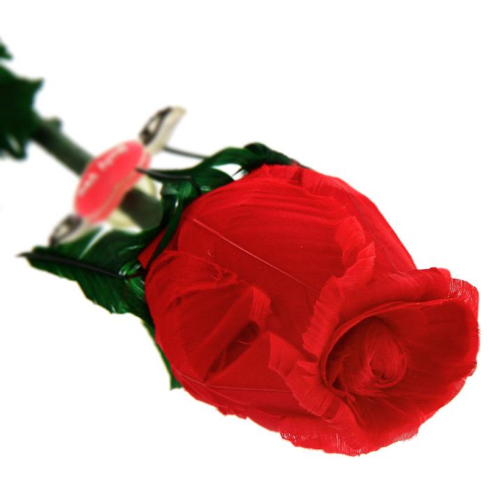 Роза из перьев Принцесса, в подарочной упаковке, цвет: красный94672Красная роза, выполненная вручную из натуральных перьев, станет неожиданным и оригинальным подарком к любому празднику. Цветок ароматизирован натуральным розовым маслом. Такой подарок принесет радость и удивление своему получателю, а также надолго сохранит приятные воспоминания и ощущения праздника. Характеристики: Материал: натуральные перья, металл, бумага.Длина цветка: 50 см.Размер упаковки: 5 см х 45 см х 5. Производитель: Китай.Артикул: РПК.