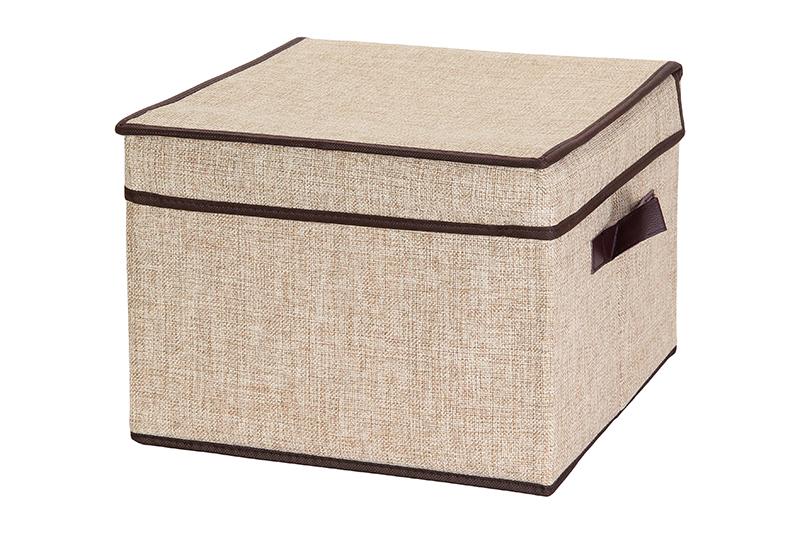 Кофр для хранения El Casa, складной, цвет: светло-бежевый, коричневый, 32 х 32 х 24 см840086Компактный складной кофр El Casa изготовлен из высококачественного льна, которыйобеспечивает естественную вентиляцию, позволяя воздуху проникать внутрь, но не пропуская пыль. Стенки из плотного картона хорошо держат форму, а специальная вставка служит для уплотнения дна или регулирования главного отделения. Кофр оснащен 2 удобными ручками, которые позволяют использовать его в качестве выдвижного ящика в гардеробе или шкафу. Изделие закрывается откидной крышкой. Оригинальный дизайн будет отлично смотреться в любом интерьере. Размер кофра (в собранном виде): 32 х 32 х 24 см.