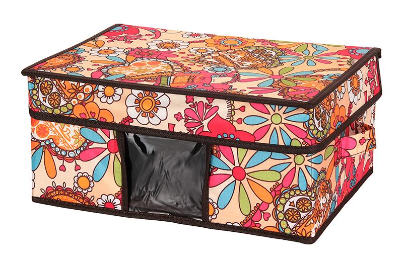 Кофр для хранения El Casa Яркие цветочные узоры, складной, 35 х 25 х 16 см840099Компактный складной кофр El Casa Яркие цветочные узоры изготовлен из высококачественного полиэстера, который обеспечивает естественную вентиляцию, позволяя воздуху проникать внутрь, но не пропуская пыль. Вставка и стенки из плотного картона хорошо держат форму. Кофр оснащен 2 удобными ручками, которые позволяют использовать его в качестве выдвижного ящика в гардеробе или шкафу. Изделие закрывается откидной крышкой. Прозрачная вставка из ПВХ позволяет легко просматривать содержимое. Оригинальный дизайн сделает вашу гардеробную красивой и невероятно стильной.Размер кофра (в собранном виде): 35 х 25 х 16 см.