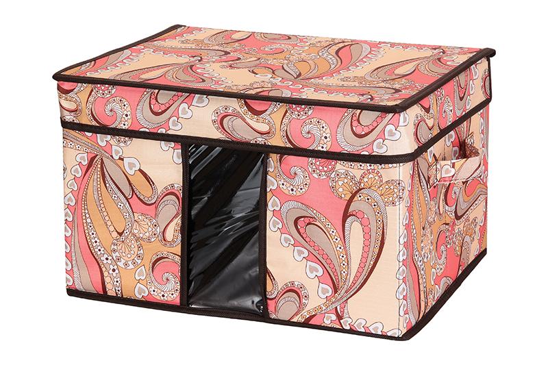 Кофр для хранения El CasaУзоры с сердечками, складной, 40 х 30 х 25 смKBS-26Компактный складной кофр El Casa Узоры с сердечками изготовлен из высококачественного полиэстера, который обеспечивает естественную вентиляцию, позволяя воздуху проникать внутрь, но не пропуская пыль. Вставка и стенки из плотного картона хорошо держат форму. Кофр оснащен 2 удобными ручками, которые позволяют использовать его в качестве выдвижного ящика в гардеробе или шкафу. Изделие закрывается откидной крышкой. Прозрачная вставка из ПВХ позволяет легко просматривать содержимое. Оригинальный дизайн сделает вашу гардеробную красивой и невероятно стильной.Размер кофра (в собранном виде): 40 х 30 х 25 см.