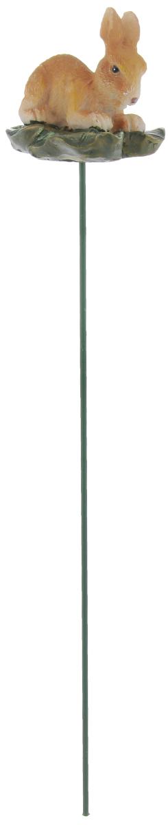 Штекер декоративный Green Apple Заяц, для цветочного горшка, цвет: зеленый, светло-коричневый, длина 25 смZ-0307Декоративный штекер Green Apple Заяц предназначен для разрыхления почвы в цветочных горшках и украшения цветочной композиции. Основание штекера изготовлено из стали и покрыто темно-зеленой эмалью, фигурка выполнена из полистоуна.Декоративный штекер Green Apple Заяц станет приятным и оригинальным украшением цветочного горшка.Размер фигурки: 5,5 х 4,5 х 4,5 см.