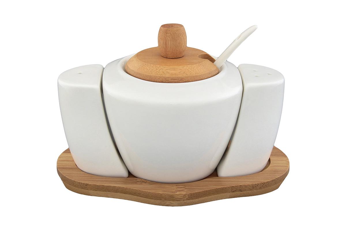 Набор для специй Elan Gallery Классика, 5 предметов540084Великолепный набор Elan Gallery Классика состоит из сахарницы, перечницы, солонки и подставки, изготовленных из керамики.Емкости для специй легки в использовании: стоит только перевернуть емкости, и вы с легкостью сможете поперчить или добавить соль по вкусу в любое блюдо. В комплект к сахарнице входит ложечка.Предметы оригинального дизайна и безукоризненного качества станутукрашением вашего стола, а благодаря своим небольшим размерам набор не займет много места на вашей кухне.Не использовать в микроволновой печи.Размер подставки: 16 х 9,5 х 1 см. Размер солонки и перечницы: 4,5 х 2,5 х 6,5 см.Объем сахарницы: 350 мл.Диаметр сахарницы (по верхнему краю): 7 см. Длина ложечки: 13 см.