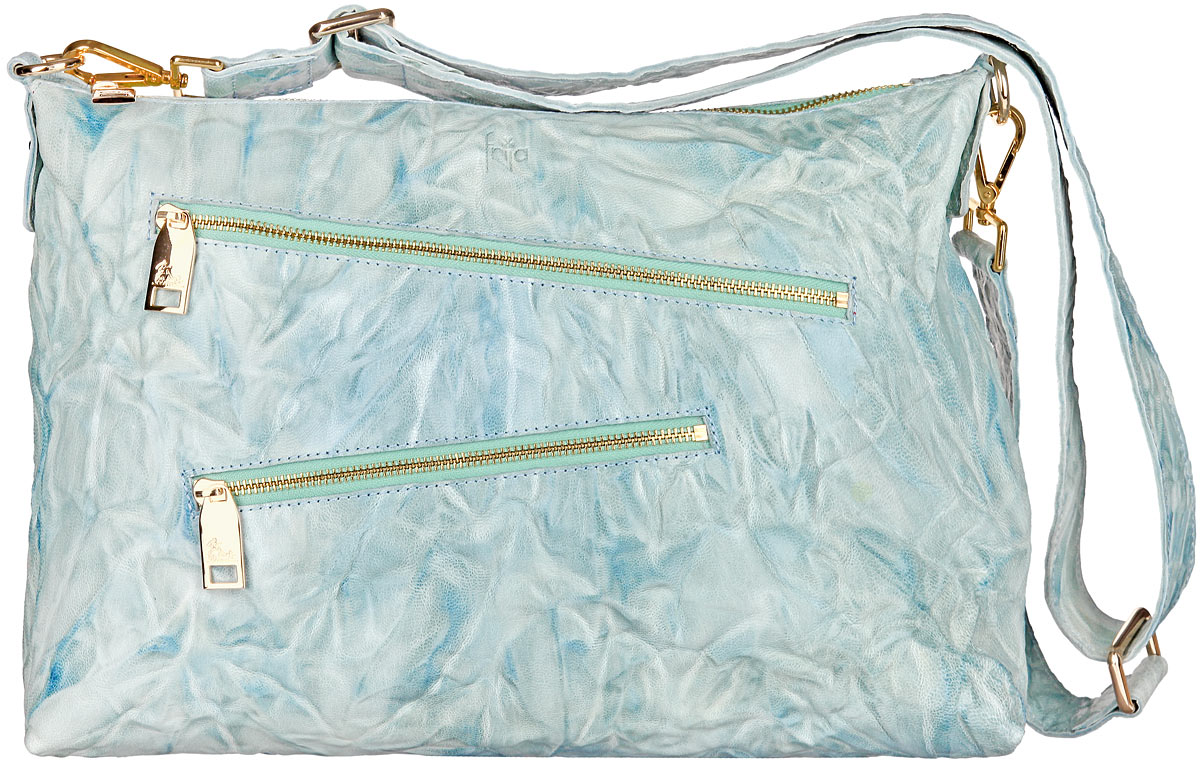 Сумка женская Frija, цвет: голубой. 21-0304-1523008Стильная женская сумка Frija изготовлена из натуральной кожи.Изделие содержит одно отделение, закрывающееся на застежку-молнию. Внутри расположен прорезной карман на застежке-молнии и два накладных открытых кармана для телефона и мелочей. Снаружи, на передней стенке расположены два прорезных кармана на застежках-молниях. На задней стенке предусмотрен дополнительный прорезной карман на застежке-молнии. Сумка оснащена съемным плечевым ремнем, который регулируется по длине. В комплект входит текстильный фирменный чехол для хранения.Такая сумка прекрасно завершит ваш образ.