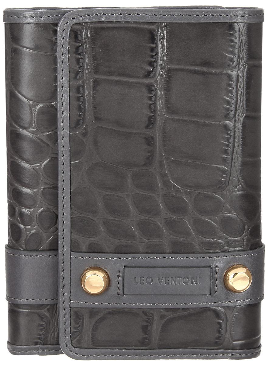 Кошелек женский Leo Ventoni, цвет: серый. L330533W16-11135_914Женский кошелек Leo Ventoni изготовлен из натуральной кожи, оформленной тиснением под крокодила, дополнен нашивкой из кожи с логотипом бренда и двумя декоративными металлическими элементами. Подкладка выполнена из текстиля. Кошелек содержит три отделения для купюр, пять кармашков для кредиток, боковой карман для мелочей и один карман с прозрачным пластиковым окошком. На задней стенке расположен карман на металлической молнии, который состоит из двух отсеков, разделенных перегородкой.Изделие закрывается клапаном на замок-кнопку.Кошелек упакован в коробку из плотного картона с логотипом фирмы.Такой кошелек станет замечательным подарком человеку, ценящему качественные и практичные вещи.