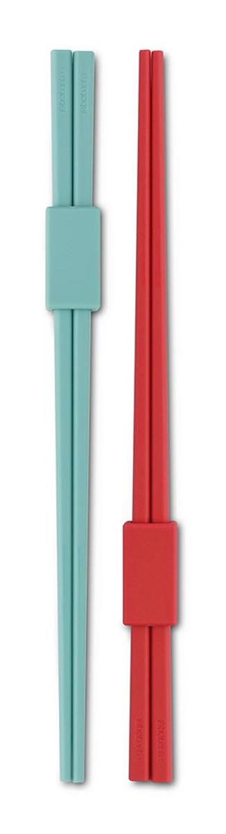 Палочки для суши Brabantia Tasty Colours, 4 штVT-1520(SR)Стильные палочки для суши Brabantia Tasty Colours, выполненные из высококачественного цветного пластика, помогут создать особую атмосферу восточной кухни. В набор входят: две пары палочек, скрепленных специальным фиксатором, который может использоваться как удобная подставка, гарантирующая гигиеничность и отсутствие пятен на вашей скатерти. Можно мыть в посудомоечной машине.Длина палочки: 22 см.Размер фиксатора: 3 х 1,5 х 1 см.