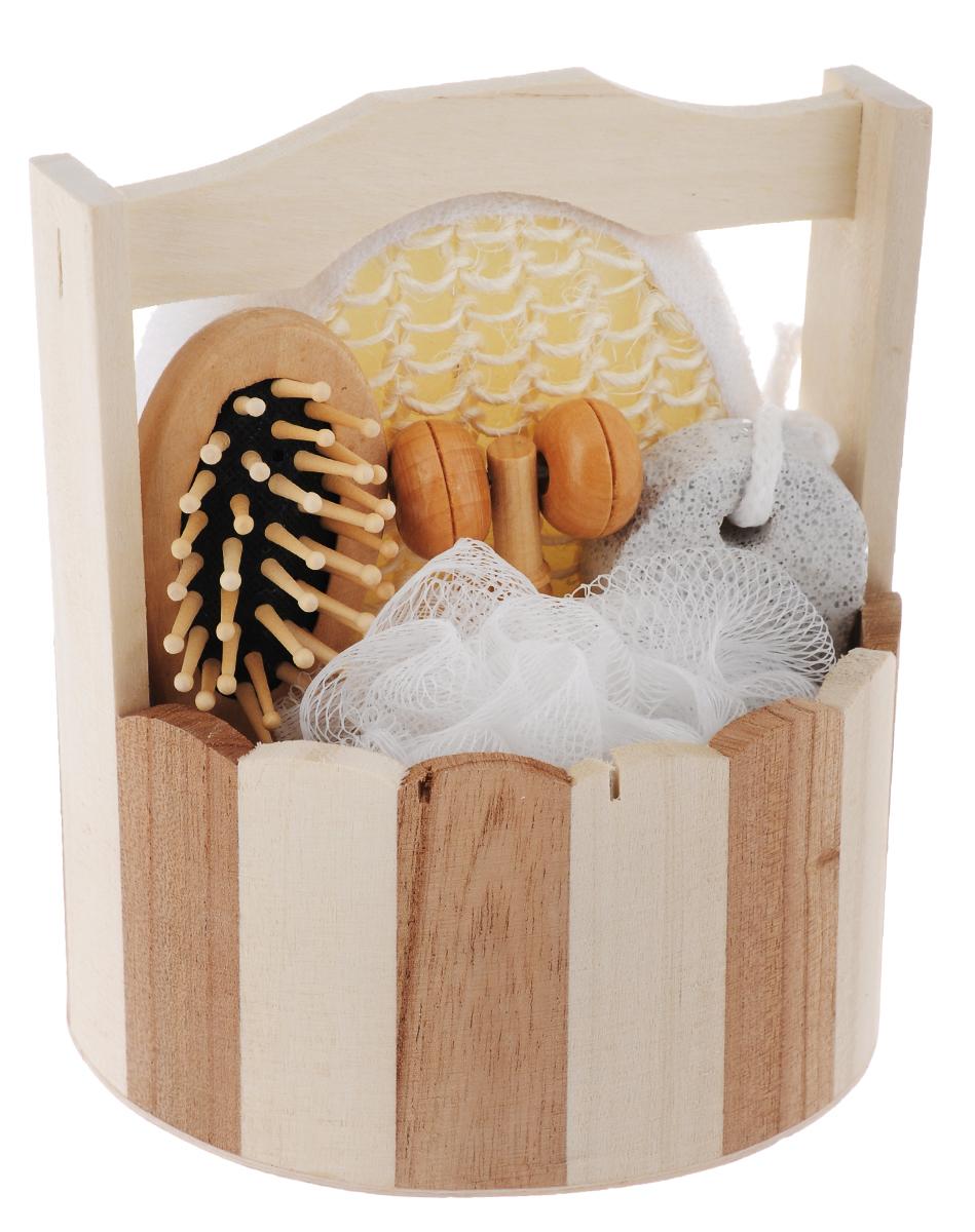 Набор для ванной и бани Феникс-Презент Австрийская сауна, 6 предметов531-105Набор для ванной и бани Феникс-презент Австрийская сауна включает: - массажная щетка для волос из древесины павловнии, - мочалка для купания из сизаля, - мочалка для купания из полиэтилена, - массажный ролик из древесины павловнии, - пемза для ухода за кожей,- лохань из древесины тополя. Такой мини-набор станет не заменимым и сделает банную процедуру еще более комфортной и расслабляющей. Размер массажного ролика: 10,5 х 2,3 х 2,2 см. Размер мочалки из сизаля: 13,5 х 10,5 х 4,5 см. Диаметр мочалки из полиэтилена: 11 см.Размер щетки для волос: 12 х 4 х 2,3 см.Размер лохани: 14 х 13,5 х 15,4 см.Размер пемзы: 9,4 х 4,2 х 1,4 см.