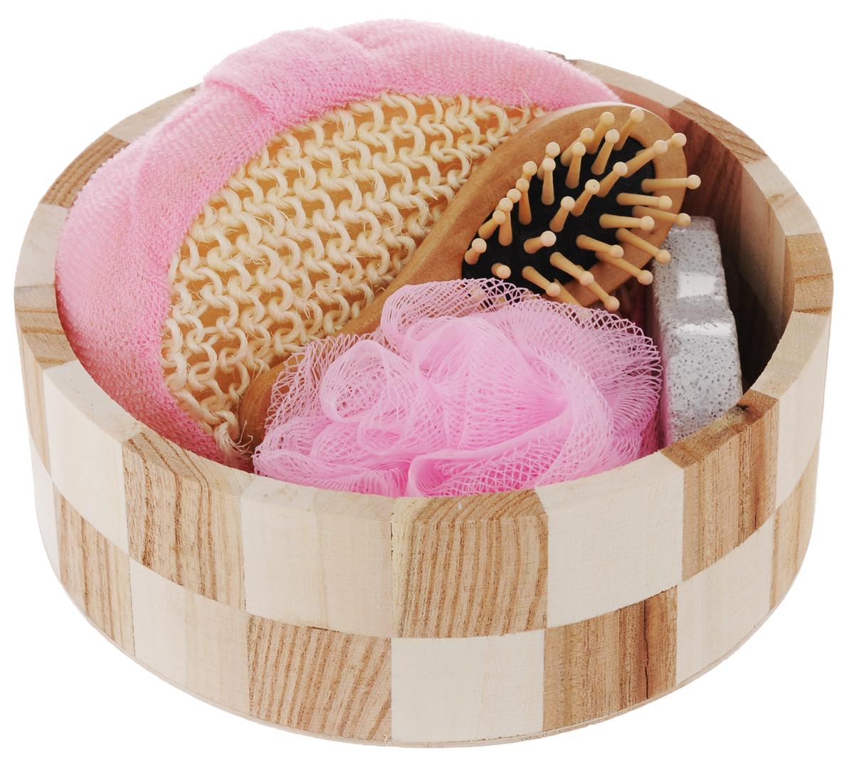 Набор для ванной и бани Феникс-Презент Розовое облако, 5 предметовNTS-101C blueНабор для ванной и бани Феникс-презент Розовое облако включает: - массажная щетка для волос из древесины павловнии, - мочалка для купания из сизаля, - мочалка для купания из полиэтилена, - пемза для ухода за кожей,- лохань из древесины тополя. Такой мини-набор станет не заменимым и сделает банную процедуру еще более комфортной и расслабляющей. Размер мочалки из сизаля: 14 х 10,3 х 5,3 см. Диаметр мочалки из полиэтилена: 9,5 см.Размер щетки для волос: 12 х 4 х 2,2 см.Диаметр лохани: 17,5 см.Высота лохани: 6 см. Размер пемзы: 9,5 х 4,2 х 1,5 см.