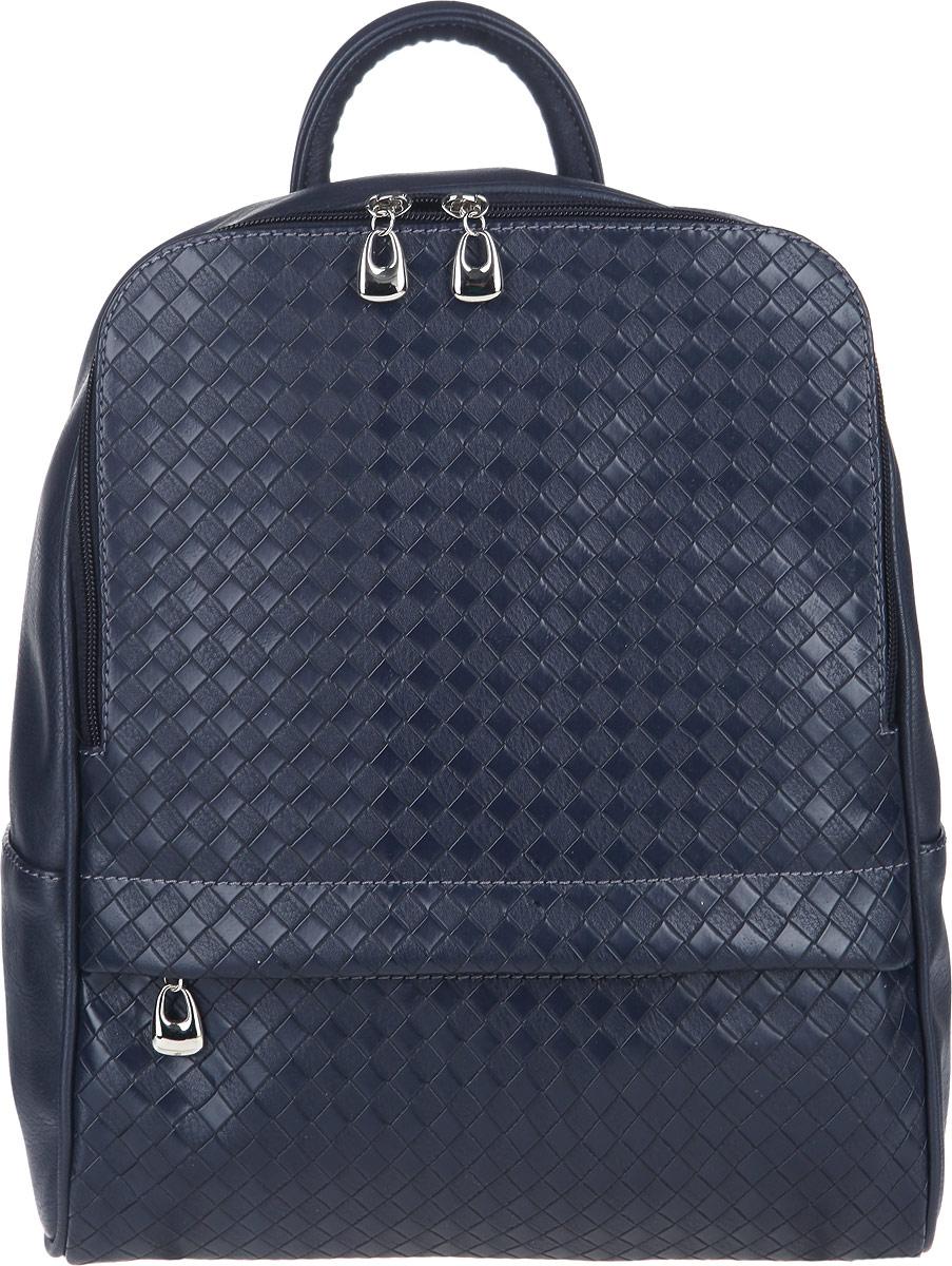 Рюкзак женский Antan, цвет: синий. 893ML597BUL/DСтильный женский рюкзак Antan изготовлен из искусственной кожи и оформлен декоративным фактурным тиснением.Изделие содержит одно основное отделение, которое закрывается на застежку-молнию. Внутри рюкзака расположены: мягкий накладной карман и врезной кармашек на молнии. Снаружи, на лицевой стороне, расположен потайной кармашек на молнии. Задняя сторона рюкзака дополнена врезным карманом на молнии. Изделие оснащено двумя удобными лямками регулируемой длины и петлей для подвешивания.Оригинальный аксессуар позволит вам завершить образ и быть неотразимой.