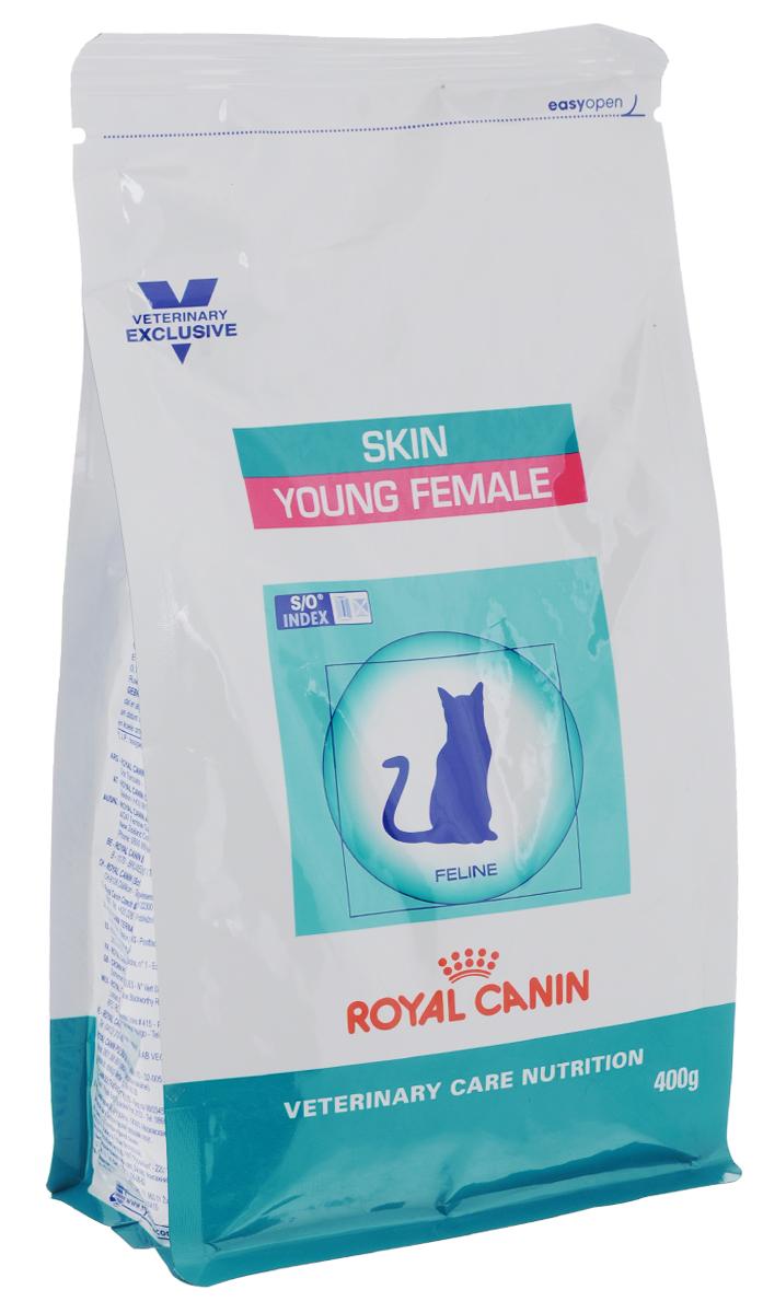 Корм сухой Royal Canin Young Female Skin для стерилизованных кошек с момента операции до 7 лет, 400 г0120710Royal Canin Young Female Skin - полнорационный сухой корм для стерилизованных кошек до 7 лет с повышенной чувствительностью кожи и шерсти.Разбавление мочи:- увеличение объема мочи одновременно снижает содержание в ней минеральных веществ, из которых формируются струвитные и оксалатные кристаллы. Таким образом, создаются условия, неблагоприятные для образования камней в мочевыводящих путях.Барьерная функция кожи:- комплекс, состоящий из ниацина, инозита, холина, гистидина и пантотеновой кислоты, уменьшает потерю жидкости через кожу и усиливает ее барьерную функцию. S/O Index :Знак S/O Index на упаковке означает, что диета предназначена для создания в мочевыделительной системе среды, неблагоприятной для образования кристаллов оксалата кальция. Состав: дегидратированные белки животного происхождения (птица), кукуруза, пшеничная клейковина, кукурузная клейковина, рис, животные жиры, гидролизат, белков животного происхождения, растительная клетчатка, свекольный жом, рыбий жир, минеральные вещества, оболочка и семена подорожника, соевое масло, фруктоолигосахариды, масло огуречника аптечного, экстракт бархатцев прямостоячих (источник лютеина). Добавки (в 1 кг): витамин A - 29900 ME, витамин D3 - 800 ME, железо - 48 мг, йод - 4,8 мг, марганец - 63 мг, цинк - 188 мг, сeлeн - 0,1 мг.Содержание питательных веществ: белки - 36%, жиры - 14%, минеральные вещества - 8%, клетчатка пищевая - 3,9%, медь - 15 мг/кг. Товар сертифицирован.