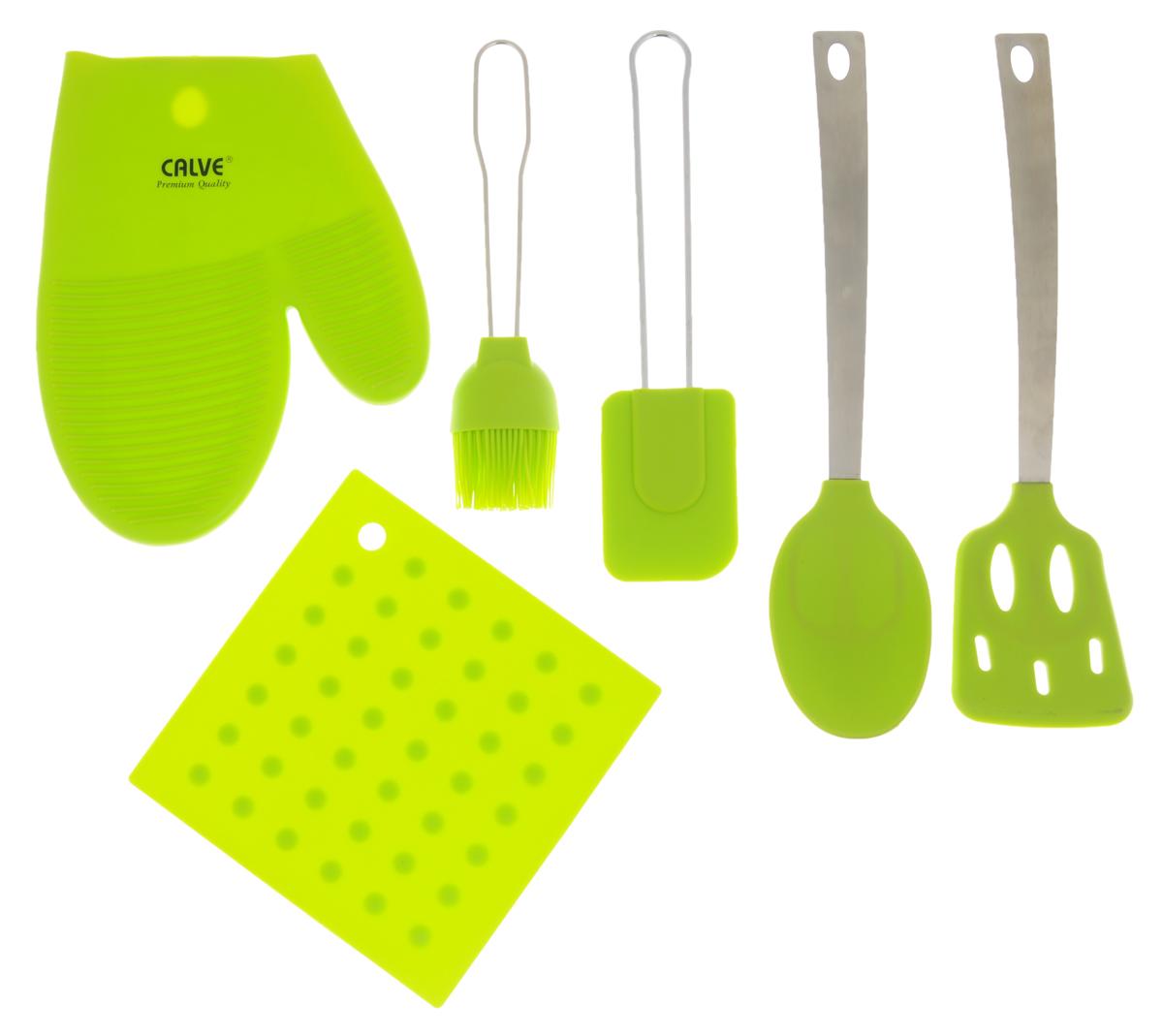 Набор кухонных принадлежностей Calve, цвет: салатовый, 6 предметов54 009312Набор кухонных принадлежностей Calve включает в себя: силиконовую подставку под горячее, прихватку-варежку, шумовку, ложку, лопатку и кисточку.Рабочая поверхность приборов выполнена из силикона- безопасного для продуктов питания материала. Силикон устойчив к перепадам температуры от -40°C до +230°C, практичен при хранении за счет гибкости. Ручки выполнены из нержавеющей стали. Лопатка и ложка снабжены специальными отверстиями, благодаря которым, вы сможете их подвесить в любое удобное место.Эксклюзивный дизайн, эстетичность и функциональность набора Calve позволят ему занять достойное место среди кухонного инвентаря.Не используйте для чистки абразивные моющие средства и металлические мочалки.Чистите принадлежности только с помощью мыльной воды и мягкой щетки. Размер подставки: 17 х 17 см.Размер прихватки-варежки: 22 х 17 см.Общая длина шумовки: 31 см.Размер рабочей поверхности шумовки: 11 х 7,2 см.Общая длина ложки: 32 см.Размер рабочей поверхности ложки:11,7 х 7 см.Общая длина лопатки: 25,2 см.Размер рабочей поверхности лопатки: 8,5 х 6,2 см.Общая длина кисточки: 21,5 см.Размер рабочей поверхности кисточки: 8 х 5,3 см.