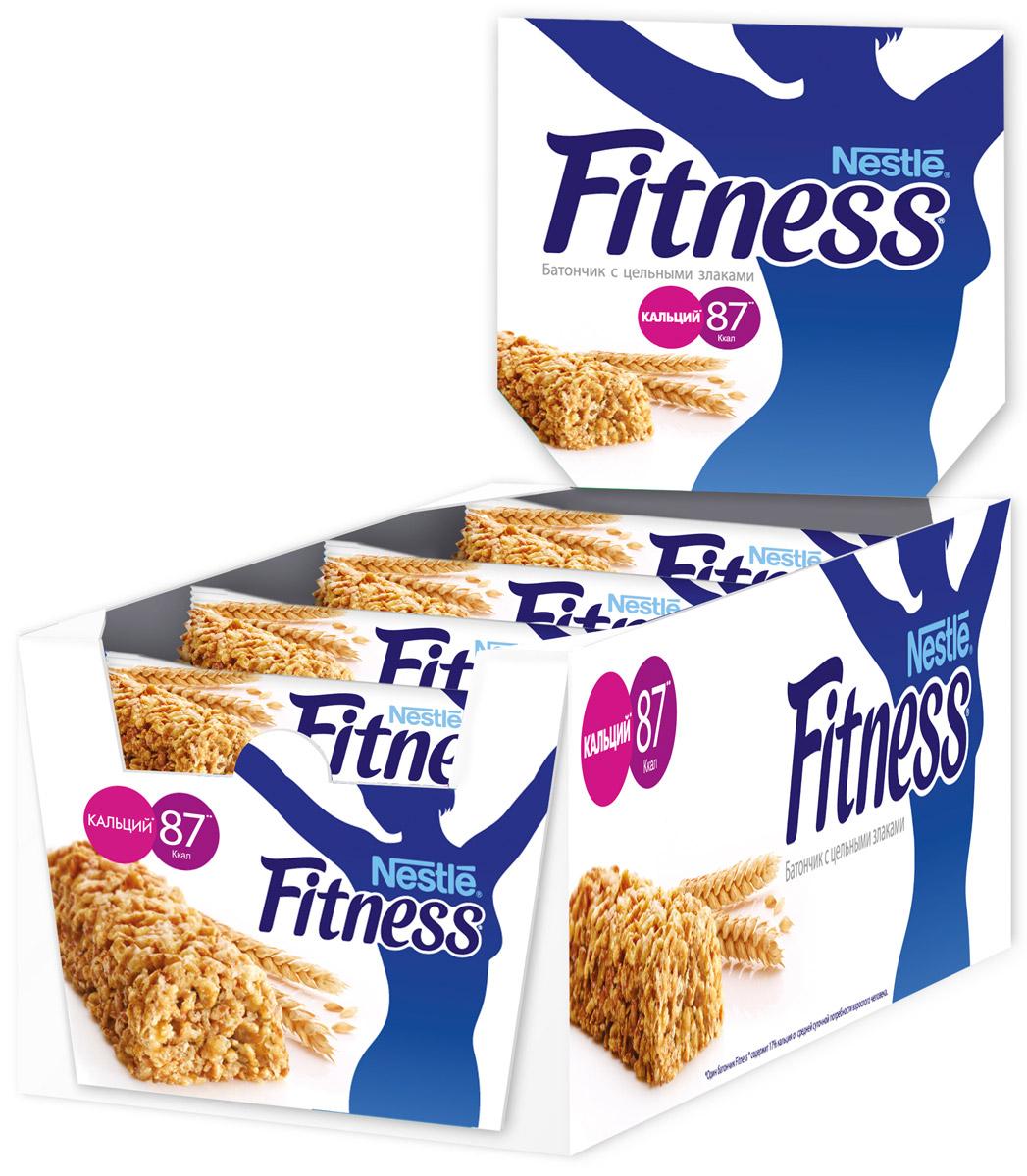 Nestle Fitness батончик с цельными злаками, 24 шт0120710Батончик Nestle Fitness с цельными злаками - полезный перекус без вреда для вашей фигуры!Батончик Fitness содержит много клетчатки и мало жира. Клетчатка в цельных злаках регулирует пищеварение, способствуя поддержанию оптимального веса тела (при условии сбалансированного питания и регулярных физических активностей). Сложные углеводы перевариваются медленнее и позволяют сохранять чувство сытости дольше.Обогащен витаминами D, B2, B6, кальцием и железом.Вес одного батончика: 23,5 г