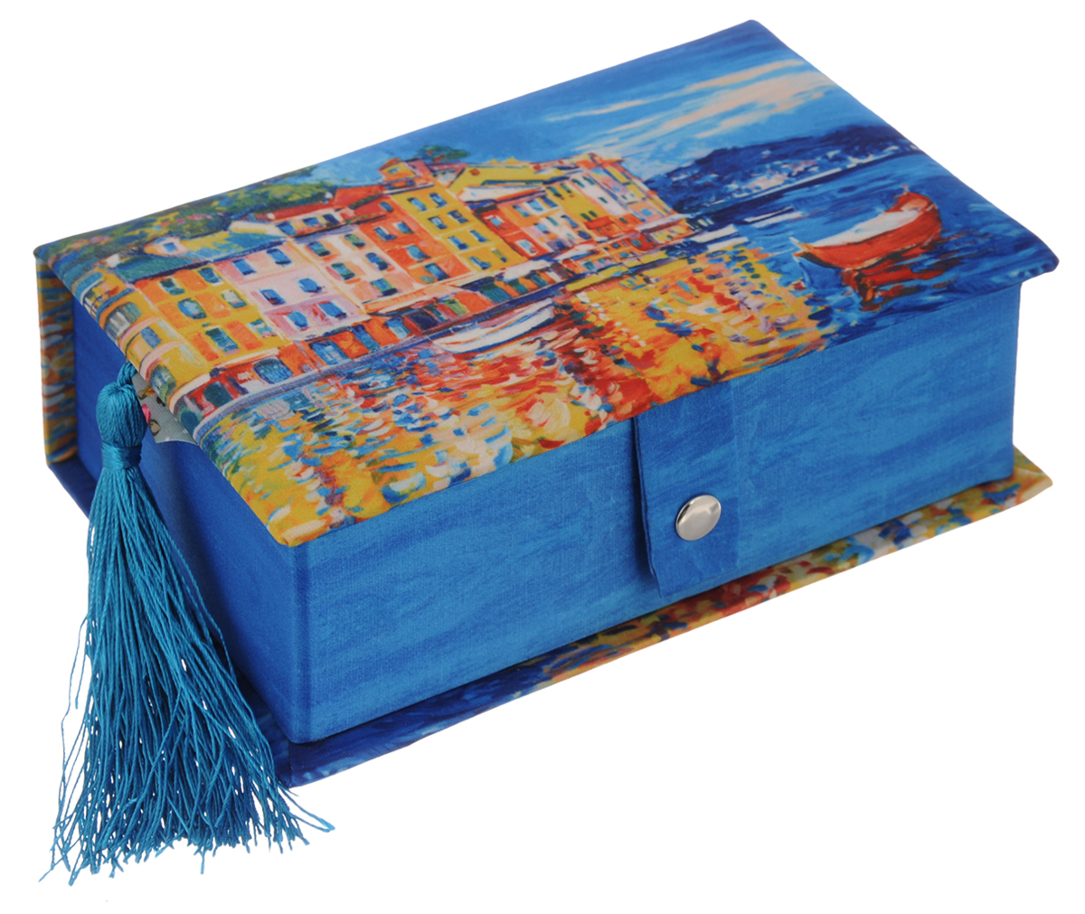 Шкатулка декоративная Феникс-Презент Лодочка, 17,2 х 11,5 х 6,5 см37350Декоративная шкатулка Феникс-Презент Лодочка, выполненная из прочного картона с покрытием из полиэстера, не оставит равнодушным ни одного любителя красивых вещей. Она оснащена одним отделением. На внутренней стороне крышки имеется кармашек.Изделие декорировано полиэстером с оригинальным рисунком и кисточкой. Шкатулка закрывается на кнопку. Такая шкатулка может использоваться для хранения бижутерии, в качестве украшения интерьера, а также послужит хорошим подарком для человека, ценящего практичные и оригинальные вещи.