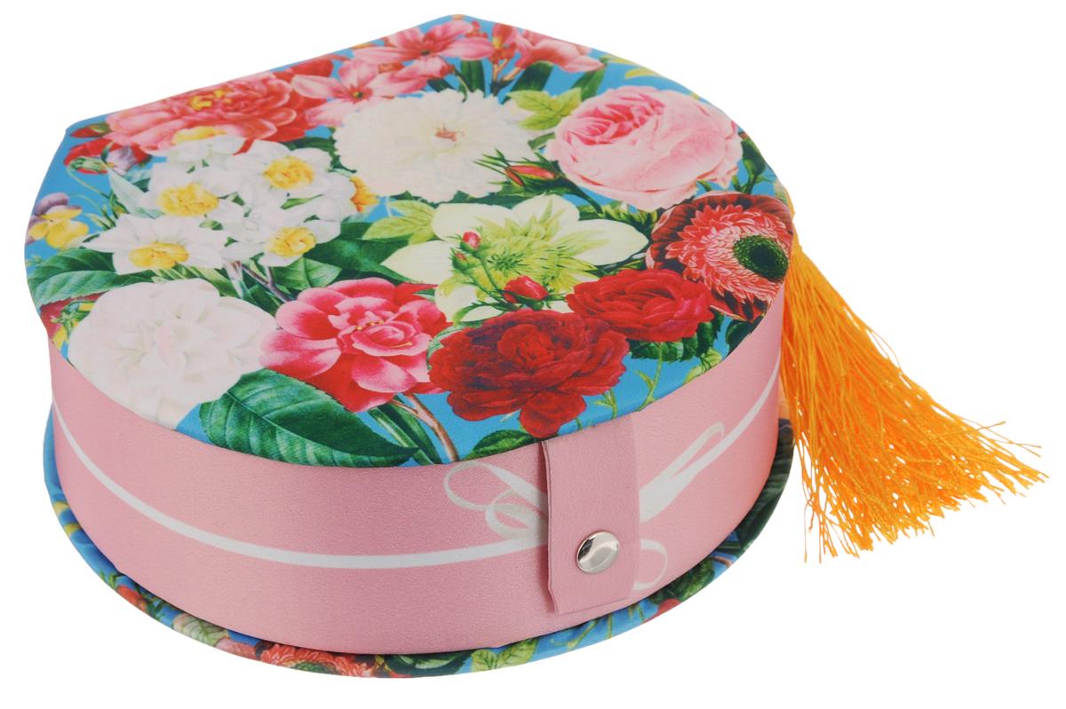 Шкатулка декоративная Феникс-Презент Прекрасные цветы, 16,5 х 15,5 х 6 смRG-D31SДекоративная шкатулка Феникс-Презент Прекрасные цветы, выполненная из прочного картона с покрытием из полиэстера, не оставит равнодушным ни одного любителя красивых вещей. Она оснащена одним отделением. На внутренней стороне крышки имеется кармашек.Изделие декорировано полиэстером с оригинальным рисунком и кисточкой. Шкатулка закрывается на кнопку. Такая шкатулка может использоваться для хранения бижутерии, в качестве украшения интерьера, а также послужит хорошим подарком для человека, ценящего практичные и оригинальные вещи.