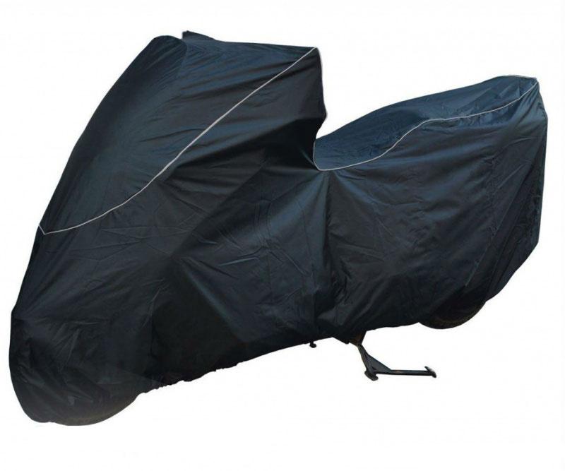 Чехол для мототехники Starks ScooterT002013Водостойкий чехол Starks Scooter выполнен из прочного полиэстера. Имеется светоотражающий кант, обеспечивающий безопасности в темное время суток. Изделие выдерживает температуру до +200°С. Резинки по краям фиксируют чехол на колесе. Стропа по середине фиксирует по центру мотоцикла. Внутри чехол имеет блестящую поверхность. Не позволяет нагревать технику на солнце, отражает солнечные лучи. Отсутствует эффект термоса. В комплекте сумочка для транспортировки и хранения. Размер: Scooter.На любой скутер 50-150 сс.