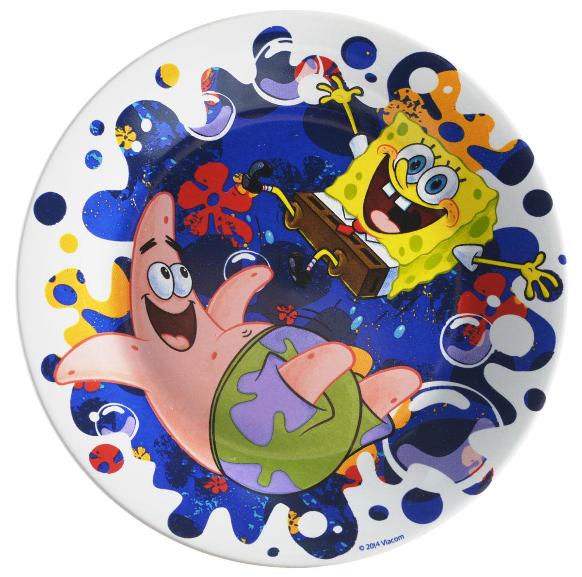 Губка Боб Тарелка детская Океан счастья диаметр 19 см115510Яркая тарелка Губка Боб Океан счастья идеально подойдет для кормления малыша и самостоятельного приема им пищи. Тарелка выполнена из керамики и оформлена высококачественным изображением героев мультфильма Губка Боб.Такой подарок станет не только приятным, но и практичным сувениром, добавит ярких эмоций вашему ребенку! Можно использовать в СВЧ-печи и посудомоечной машине.