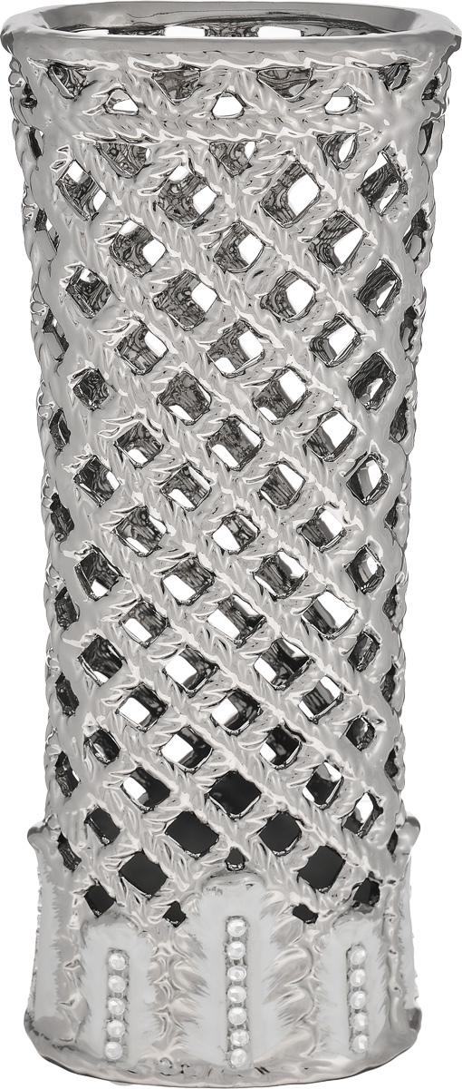 Ваза Sima-land Серебряная сетка, высота 28,5 см. 866200FS-91909Ажурная ваза Sima-land Серебряная сетка, изготовленная из высококачественной керамики, добавит в интерьер морозный лоск и деликатный шик. Дно изделия оснащено нескользящими накладками. В такой вазе эффектно будут смотреться композиции, выполненные из декоративных цветов. Любое помещение выглядит незавершенным без правильно расположенных предметов интерьера. Они помогают создать уют, расставить акценты, подчеркнуть достоинства или скрыть недостатки.