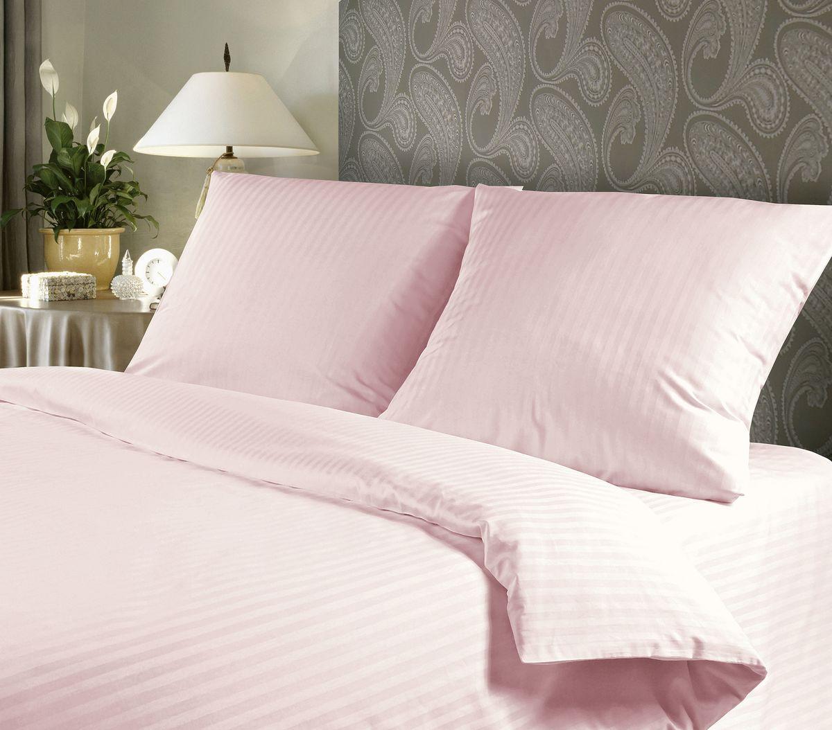 Комплект белья Verossa Royal Peach, 1,5-спальный, наволочки 50х70, цвет: светло-розовыйK100Комплект белья Verossa Royal Peach состоит из простыни, пододеяльника и двух наволочек. Белье выполнено из ткани страйп люкс (разновидность страйп-сатина) - хлопковая ткань сложного саржевого переплетения со структурой в полоску, что создает эффект жаккардового рисунка. Это бархатистая, прочная, мягкая ткань, дышащая и приятная на ощупь, она позволяет ощутить особый уют и теплоту во время сна. Кроме того, белье из такой ткани износоустойчивое, долговечное, не вызывает аллергии. Постельное белье имеет классический лаконичный внешний вид, поэтому идеально впишется в интерьер любой спальни.