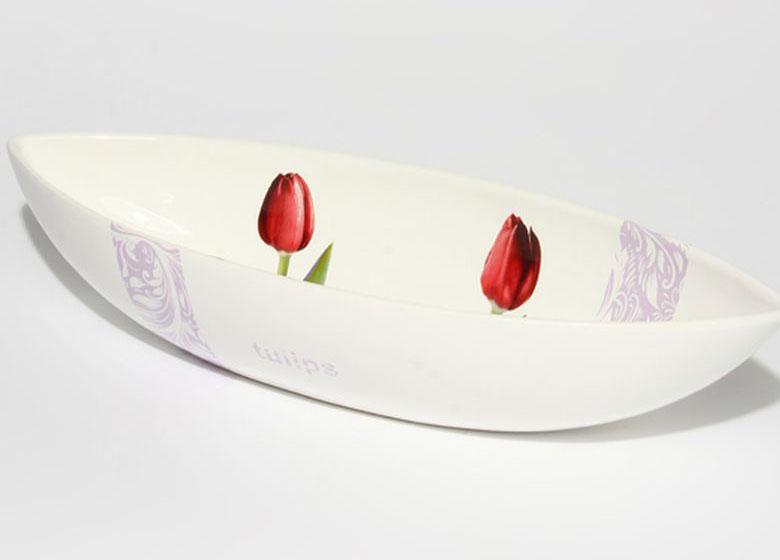 Блюдо Nuova R2S Тюльпаны, 47 х 16 см115510Оригинальное блюдо Nuova R2S Тюльпаны выполнено из высококачественной керамики. Изделиеоформлено ярким цветочным рисунком.Блюдо Nuova R2S идеально подойдет для сервировки стола и станет отличным подарком клюбому празднику.