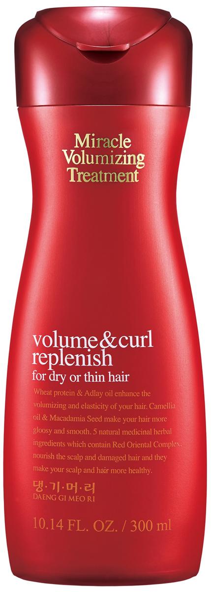 DaengGiMeоRi Кондиционер для объема волос Miracle, 300 млFS-00897Кондиционер бережно ухаживает за кожей головы так как не содержит компоненты,способные вызвать раздражение. Экстракты лекарственных трав максимально положительно влияют на здоровье волос и кожи головы. Комплекс лекарственных трав, который включает отвар красного женьшеня, хризантему сибирскую, корень пиона, гранат придают эластичность и сияние. Протеин пшеницы и масло коикса создают непревзойденный объем. Масло камелии и масло семян макадамии придают блеск и гладкость волосам. Протеины пшеницы и протеин шелка содержат различные аминокислоты, которые значительно улучшают качество и текстуру волос, Активные компоненты кондиционера увлажняют и контролируют phбаланс, чтобы предотвратить повреждения. Защищают волосы от негативного воздействия: частые сушки и укладки горячими средствами