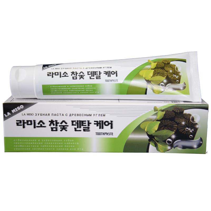 La Miso Зубная паста с древесным углем Hardwood Charcoal Dental Care Toothpaste, 150 г120921Древесный уголь полирует и отбеливает поверхность зубов, эффективно устраняет налет, предупреждает образование зубного камня и кариеса. Экстракт прополиса и ксилитол, содержащиеся в пасте, обеспечивают антисептическое, противовоспалительное и вяжущее действие, освежают дыхание и сохраняют полезную микрофлору в полости рта.