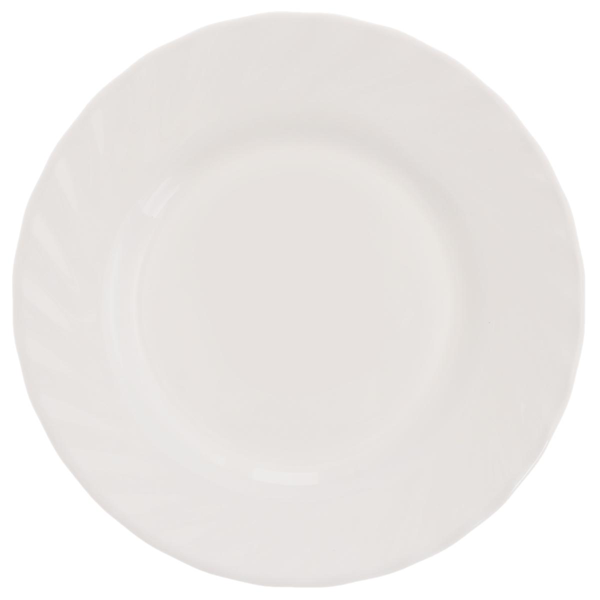 Тарелка Luminarc Trianon, диаметр 15,5 см54 009312Тарелка Luminarc Trianon выполнена из высококачественного стекла. Изделие сочетает в себе изысканный дизайн с максимальной функциональностью. Она прекрасно впишется в интерьер вашей кухни и станет достойным дополнением к кухонному инвентарю. Тарелка Trianon подчеркнет прекрасный вкус хозяйки и станет отличным подарком. Диаметр миски (по верхнему краю): 15,5 см. Высота стенки: 1,5 см.