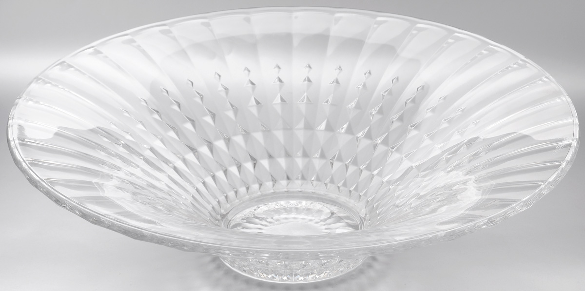 Салатник Cristal dArques Lady Diamond, диаметр 35 см115510Салатник Cristal dArques Lady Diamond изготовлен из из специально разработанного стекла Diamax и выполнен в форме большойчаши, декорирован рельефом в полоску. Данный салатник сочетает в себе изысканный дизайн с максимальной функциональностью. Он прекрасно впишется в интерьер вашей кухни и станет достойным дополнением к кухонному инвентарю. Такой салатник не только украсит ваш кухонный стол и подчеркнет прекрасный вкусхозяйки, но и станет отличным подарком.Диаметр: 35 см.Высота: 9 см.Диаметр дна: 10 см.